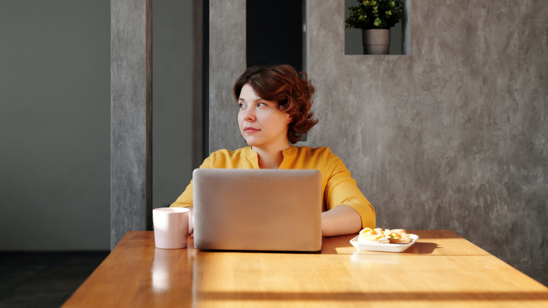 Empresas  adotam práticas preventivas para cuidar da saúde emocional de seus colaboradores no home office